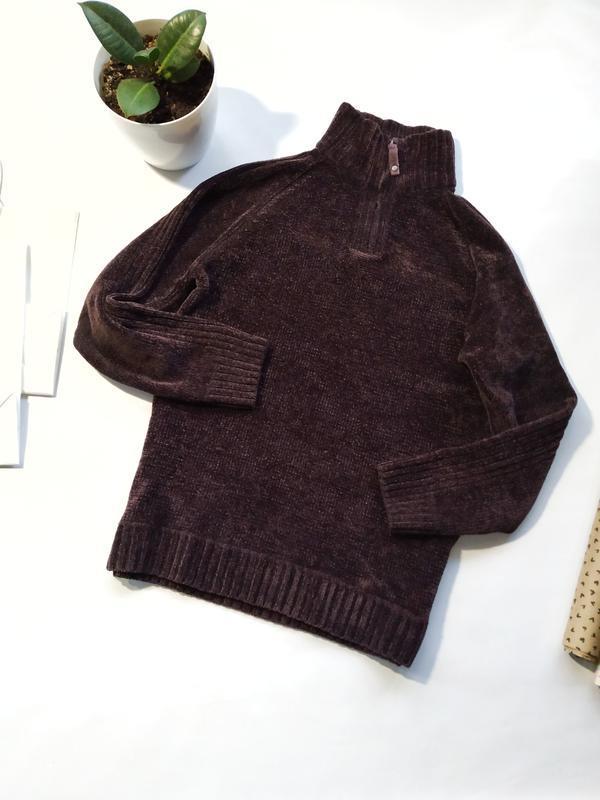 Трендовый плюшевый свитер с молнией на горловине tu