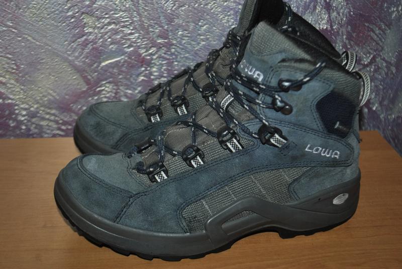 Треккинговые мембранные ботинки Lowa