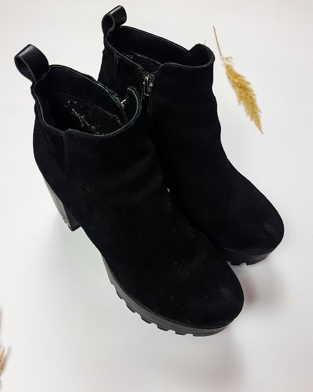 Черные ботинки - ботильоны из натуральной замши на тракторной ... - Фото 3