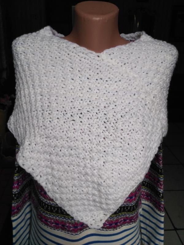 Белая вязаная манишка, шаль, шарф