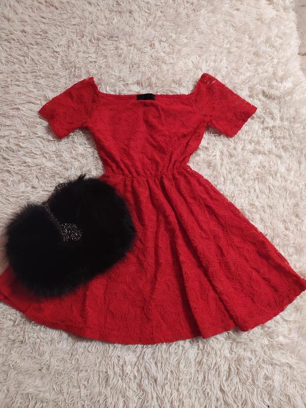 Мережевне плаття з відкритими плечами
