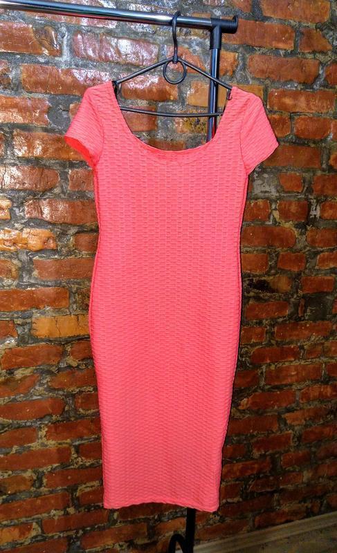 Фактурное платье футляр чехол лососевого оттенка new look