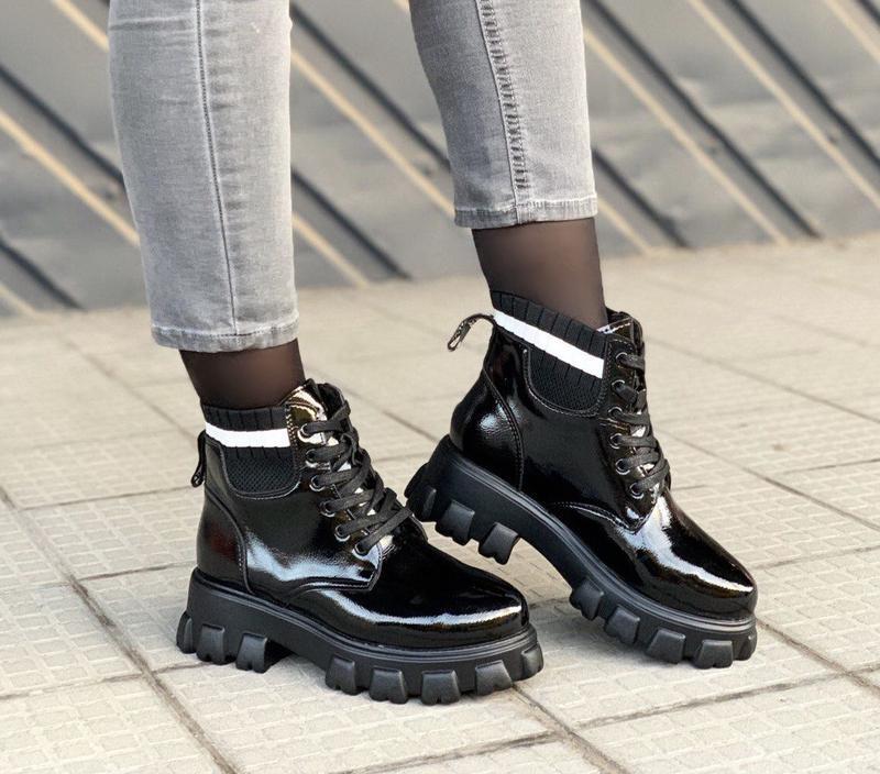 Новые шикарные женские зимние лаковые чёрные ботинки