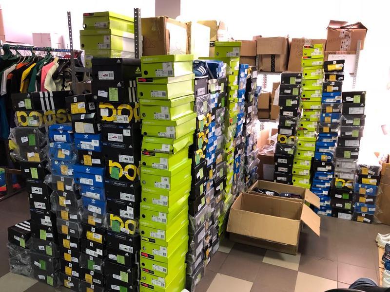 Сортировка, пересчет обуви и одежды!