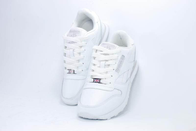 Женские белые  кроссовки, кожа