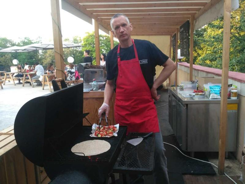 Приготовление мяса и овощей на мангале