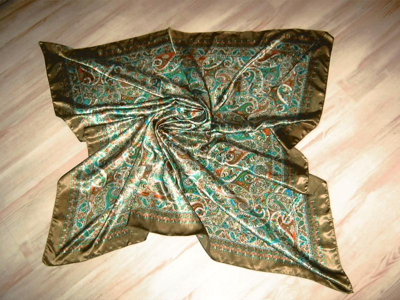 Красивый большой шелковый платок 100% шелк /100*101 см