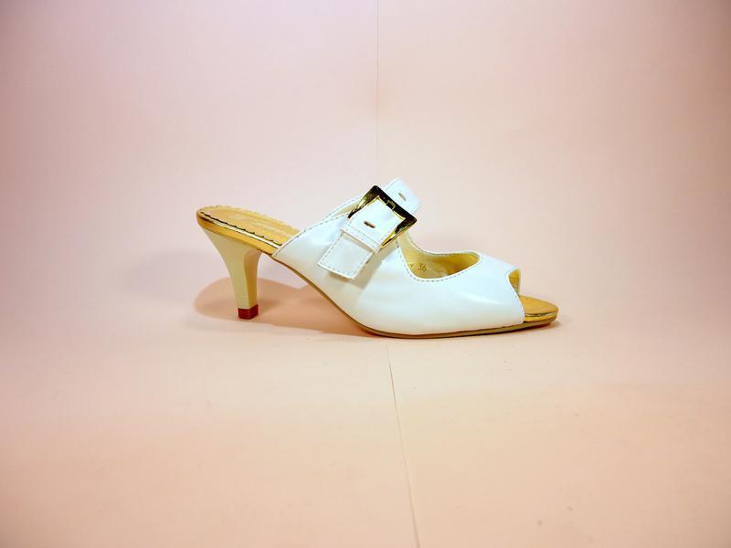 Женские шлепанцы на каблуке. размер 36-41.