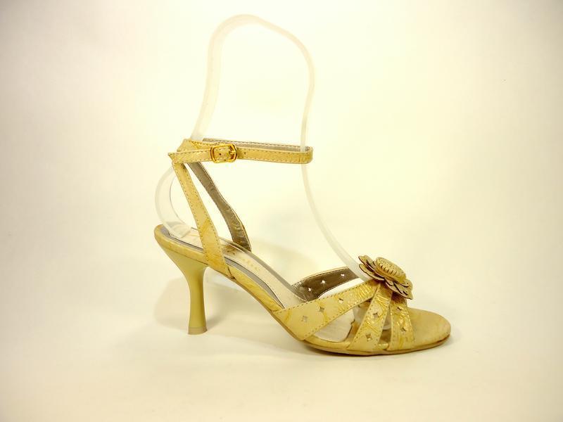 Босоножки женские на удобном каблуке. размер 36-41.