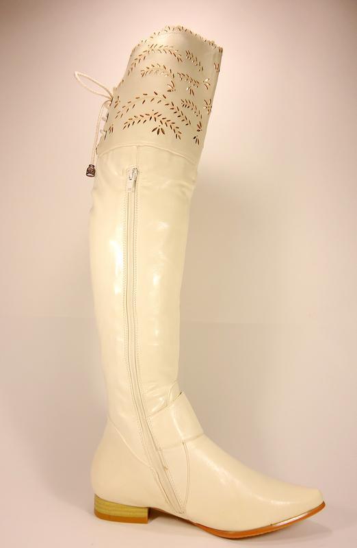 Женские демисезонные белые сапоги ботфорты на устойчивом каблу... - Фото 2