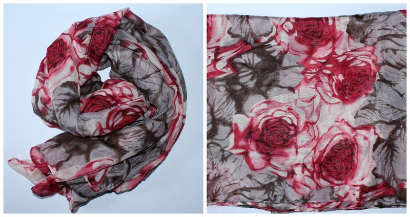 Широкий шарф в розах