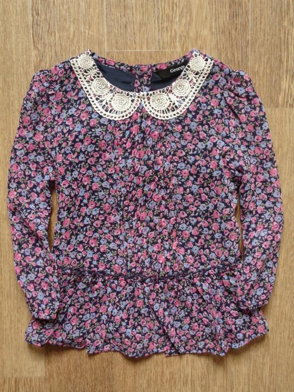 Блузка в мелких цветочках