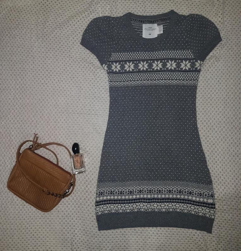 Теплое и уютное платье-туника серое в орнамент