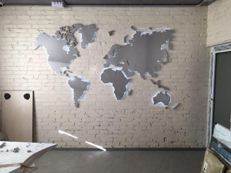 Делаем оригинальные инсталляции на стенах