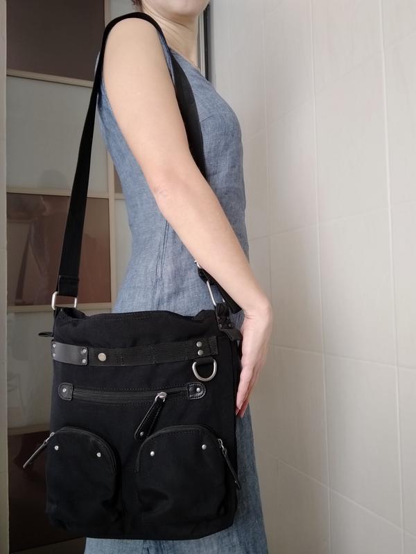 Вместительная сумка с множеством карманов