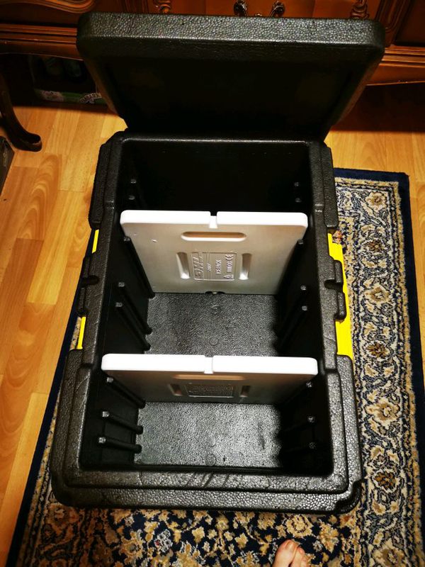 Термоконтейнер с пинопопласта с аккумулятором холода