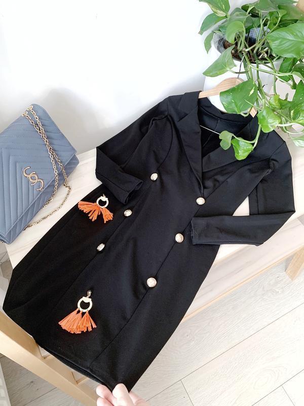 Чорна сукня піджак на запах з гудзиками