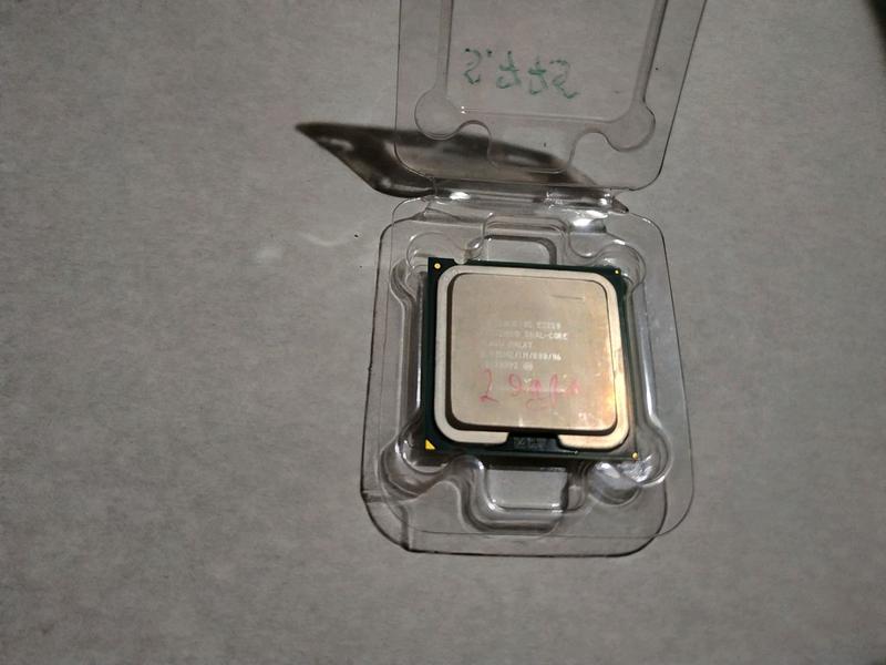 Процессор Intel Dual core E2220.