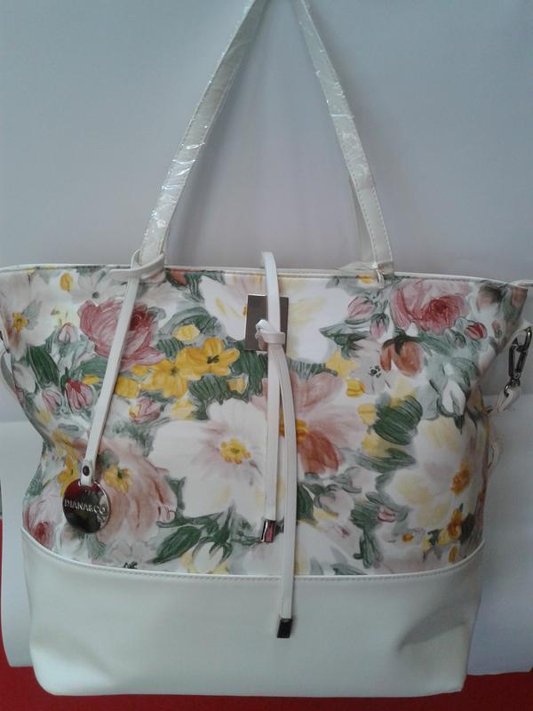 Вместительная женская сумка с  цветочным принтом