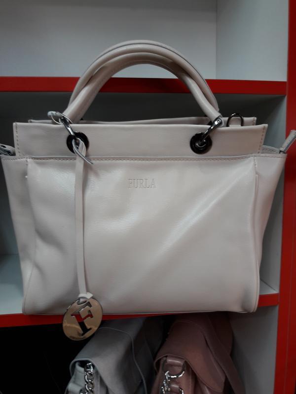 Шикарная женская сумочка  молочного цвета из натуральной кожи