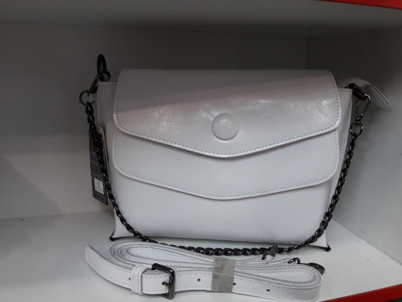 Белоснежная женская сумочка из натуральной кожи