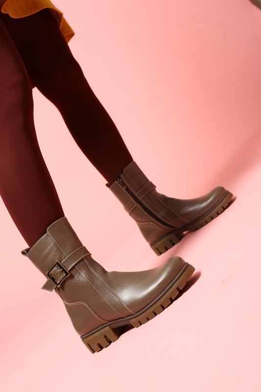 Кожаные зимние женские бежевые ботинки полусапожки низкий кабл...