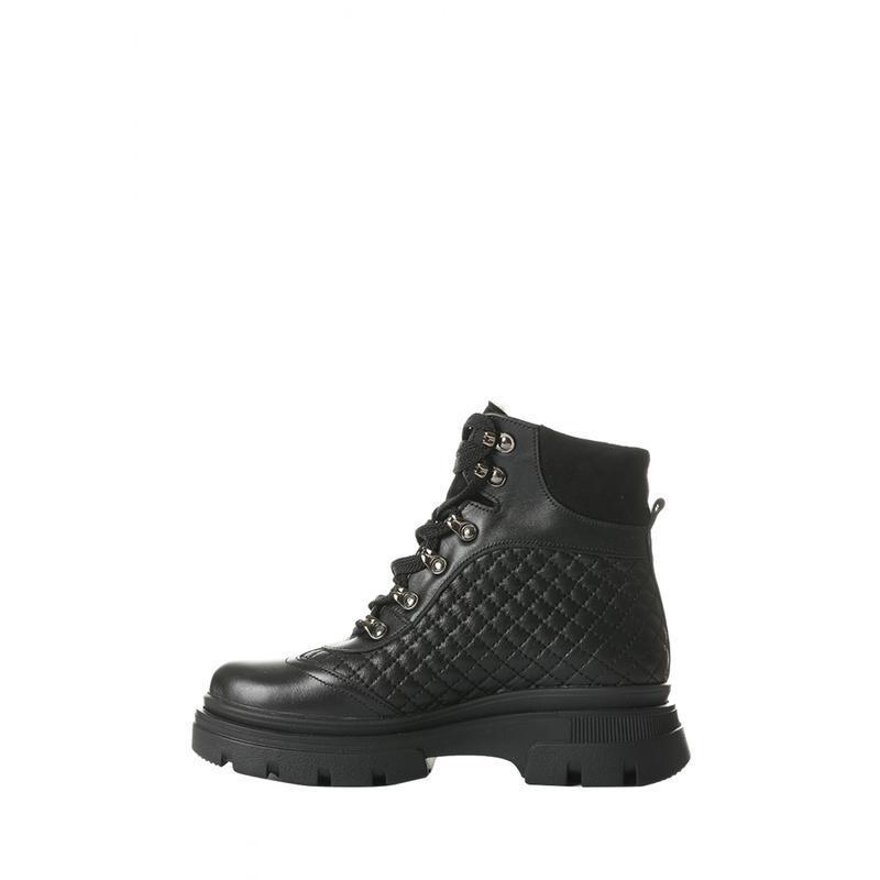 Зимние женские кожаные стеганые черные ботинки на шнуровке нат...