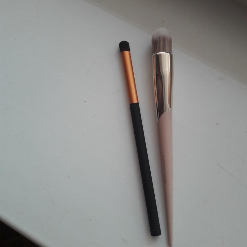 Кисточки для макияжа 2 шт