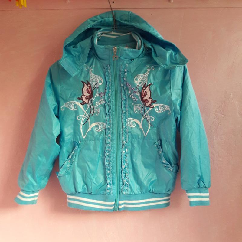 Курточка деми с вышивкой  4-5 лет