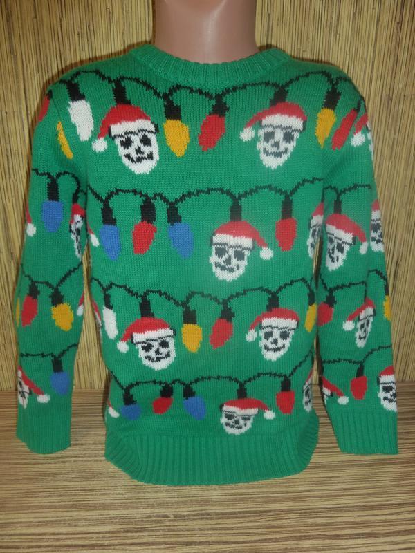 Теплый вязаный свитер на 6-7 лет с новогодним рисунком