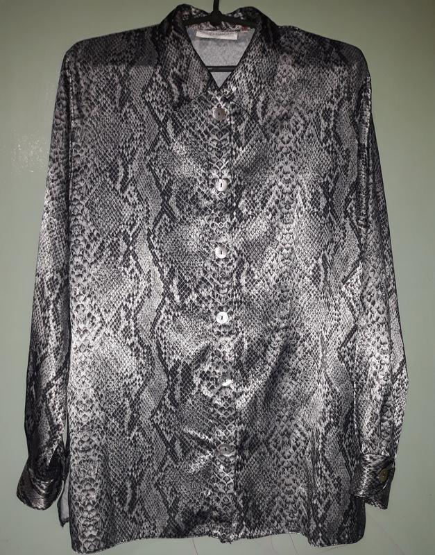 Красивая блузка принт змеи