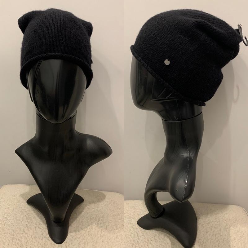 Чёрная шапка с кашемиром шапка mohito