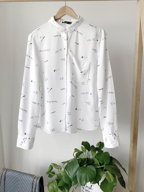 Белая рубашка с притом слов