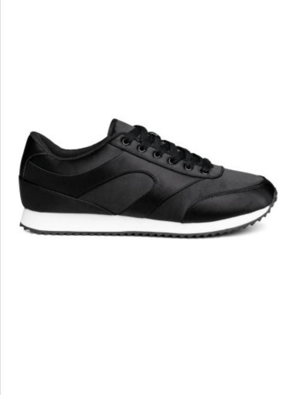Атласные кроссовки