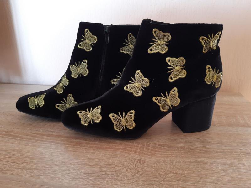 Бархатные велюровые ботинки на устойчивом каблуке