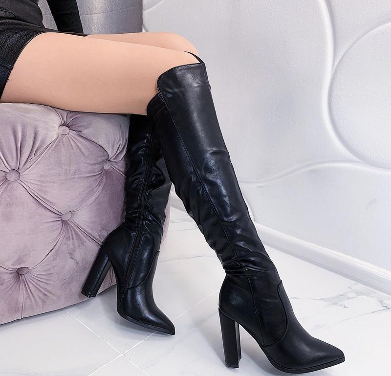 Новые шикарные женские зимние черные сапоги на каблуке