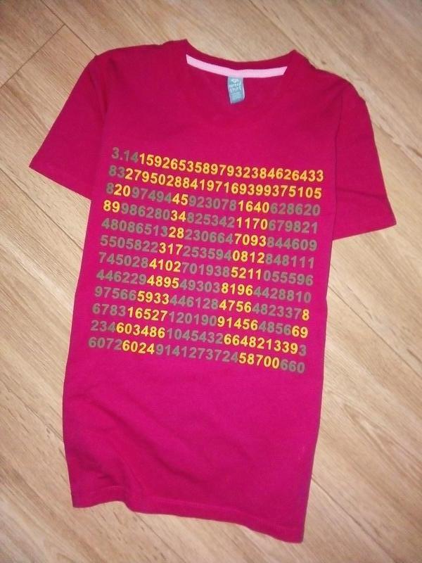 Прикольная футболка с принтом- числопи