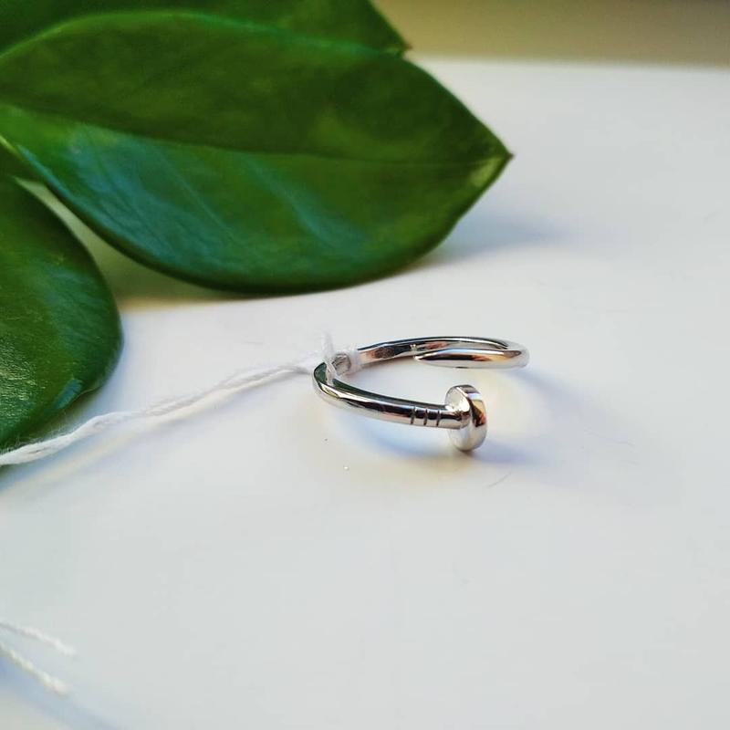 Серебряное кольцо на фаланг