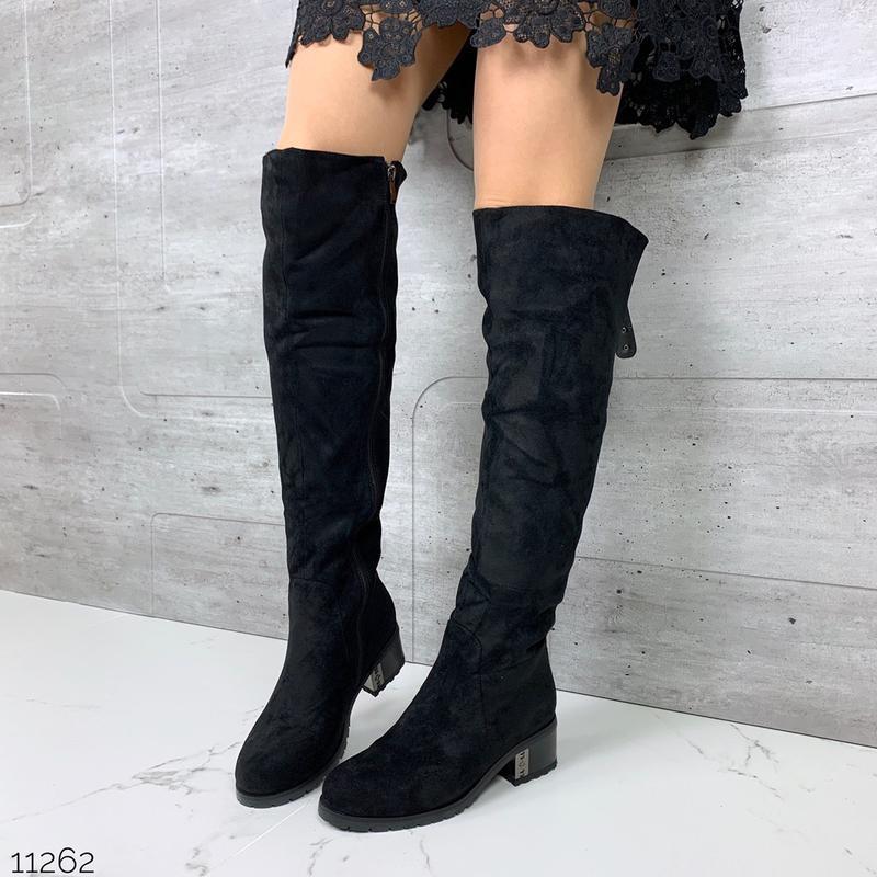 Стильные зимние ботфорты на низком каблуке