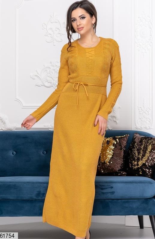 Длинное теплое платье горчичного цвета