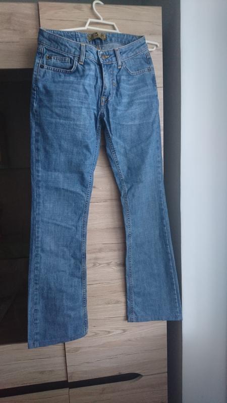 Стильные голубые джинсы j.zone