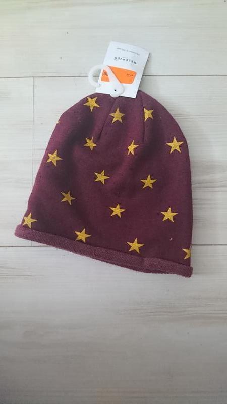Крутая шапка в звезды цвета марсала reserved