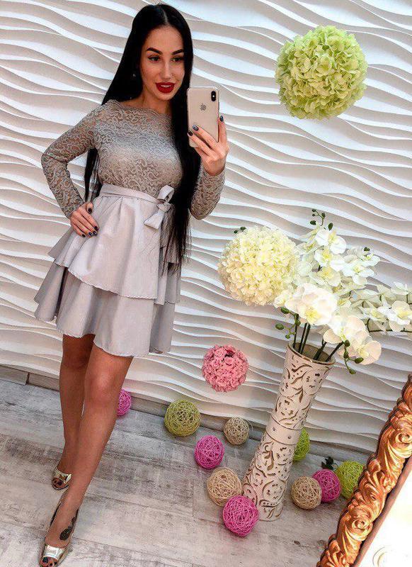 Женское эффектное платье со спущенными плечами, в расцветках