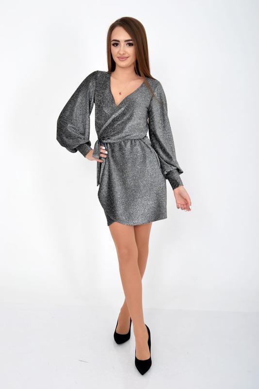 Стильное платье  c v-образным вырезом люрекс цвет серебро