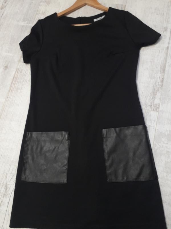 Черное классическое платье кожаные карманы