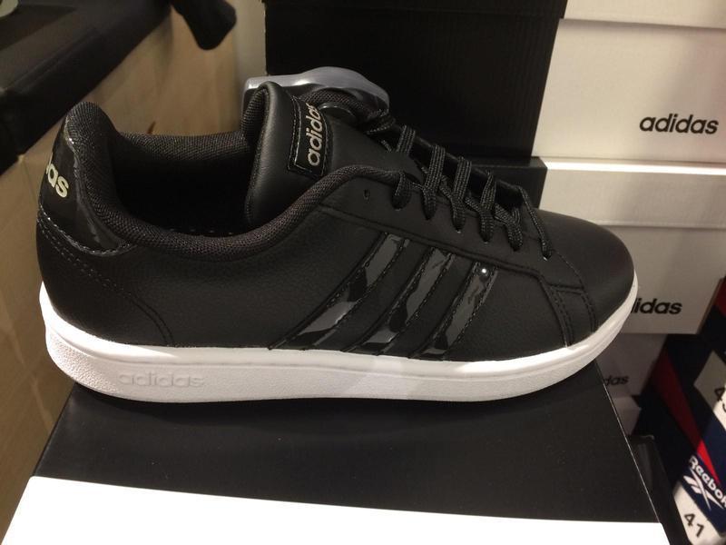 Женские кроссовки adidas ee8174