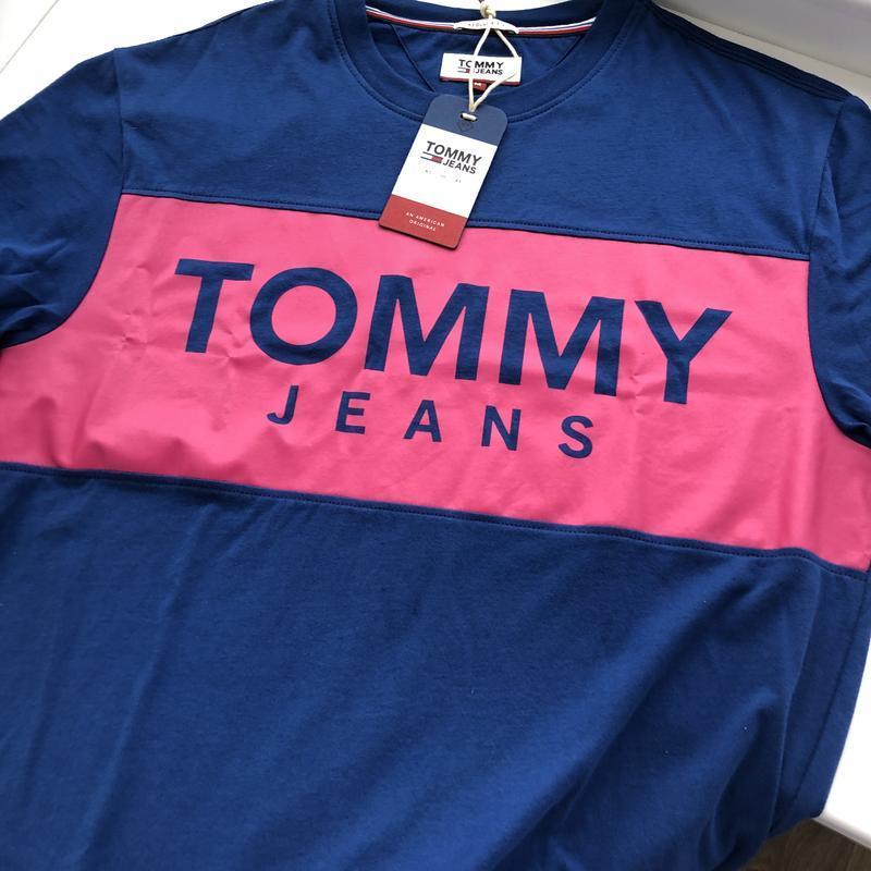 Футболка TOMMY JEANS с лого на груди ! - Фото 2