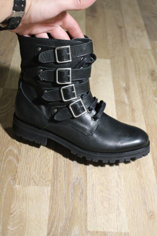 Шикарні черевики andre ботинки кожа