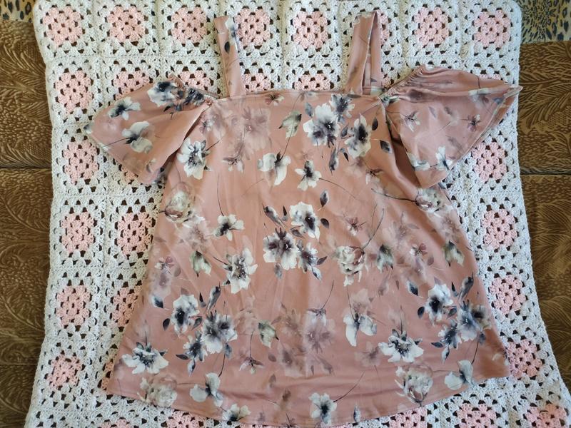 Розкошная блузка by very с открытыми плечами.