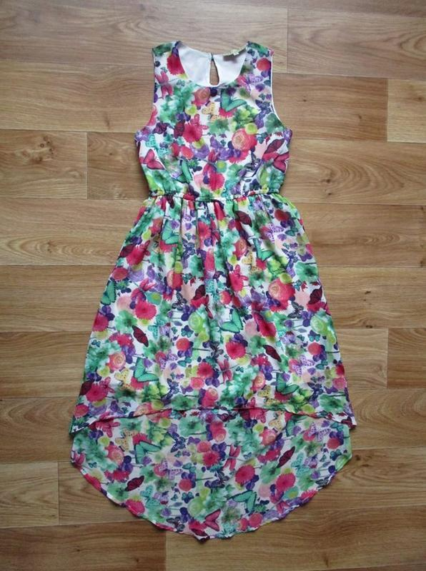 Красивое цветастое платье